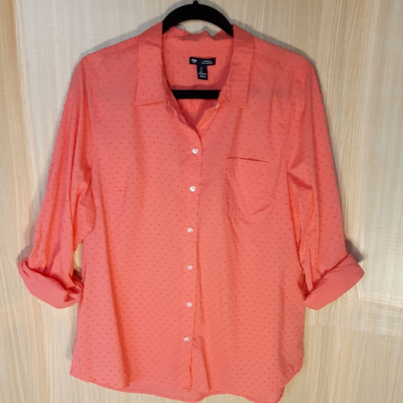 GAP Tops - Gap salmon button down with textured dots. Large